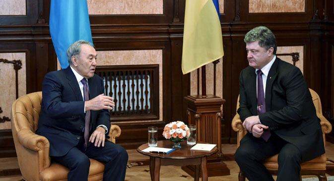 Ukrainian President Petro Poroshenko, right, and Kazakh President Nursultan Nazarbayev during a meeting in Kiev. Source: RIA Novosti / Nikolay Lazarenko