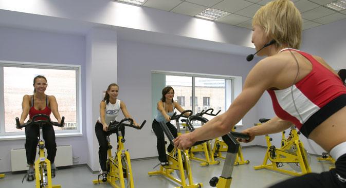 Starting 2015, companies can organize their local gyms. Source: Grigory Kalachyan / TASS