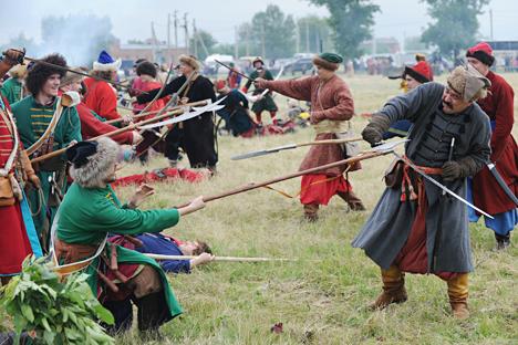 Reconstituição histórica de batalha entre as tropas de Piotr, o Grande, e turcos otomanos Foto: Serguêi Pivovarov / RIA Nóvosti