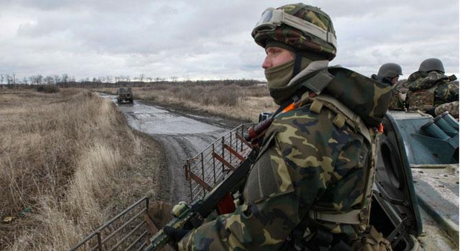 An Ukrainian serviceman patrols an area near the eastern Ukrainian town of Debaltseve in Donetsk region, December 24, 2014. Source: Reuters / Valentyn Ogirenko
