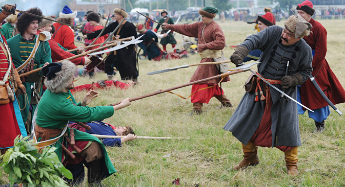 """A military-historical reenactment of the battle which troops of Peter the Great fought with the Ottoman Turks during the festival """"Cherkassky town"""" in Starocherkassk village, Rostov region. Source: Sergey Pivovarov / RIA Novosti"""