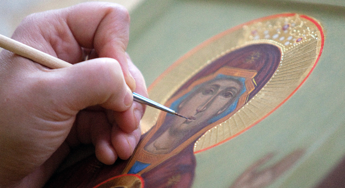 Creating an icon is a complex process, a strict series of steps, little changed in thousands of years. Source: TASS / Dmitry Feoktistov