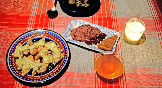Mushroom bouillon, bean spread, chicken with white sauce and lemon jelly. Source: Anna Kharzeeva