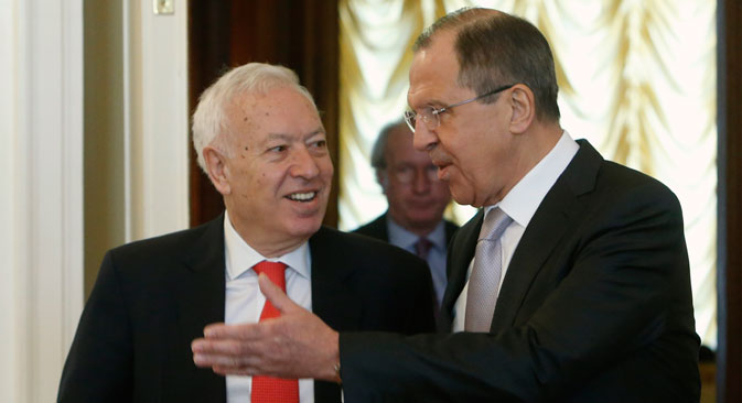 Spanish Foreign Minister Jose Manuel Garcia-Margallo (left) and Russian Foreign Minister Sergei Lavrov arrive at their meeting in Moscow, on March 10. Source: Reuters