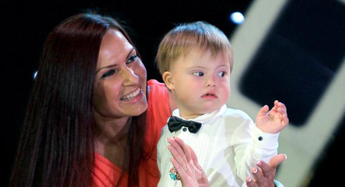 Die Schauspielerin Evelina Bledans mit ihrem Sohn Semjon. Foto: Jurij Laschow/RIA Novosti
