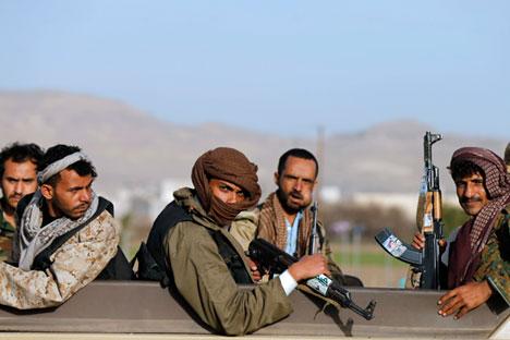 Huthi-Rebellen neben in der Jemen-Hauptstadt Sanaa. Foto: Reuters