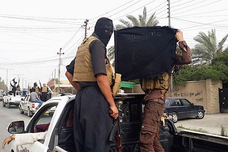 Militan ISIS di kota Mosul, Irak, pada 12 Juni 2014.