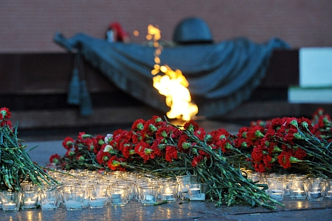 The tomb of the unknown solder just outside the Kremlin walls is a symbol of Russia's sacrifice. Source: Artem Korotaev/TASS