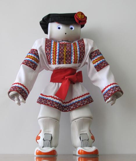 Robot Vanya dengan pakaian tradisional Rusia. Sumber: Press Photo