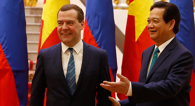 Russia's Prime Minister Dmitry Medvedev is invited by his Vietnamese counterpart Nguyen Tan Dung for a meeting at the Government Office in Hanoi, Vietnam, 06 April 2015. Source: EPA