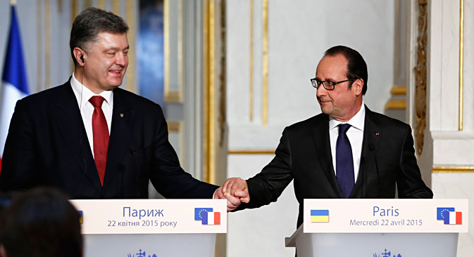 French President Francois Hollande (right) and Ukrainian President Petro Poroshenko attend a joint press conference after meeting at the Elysee Palace in Paris, on April 22. Source: EPA