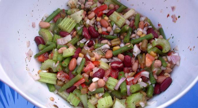 Vegan White Bean Salad. Source: Emma / Flickr