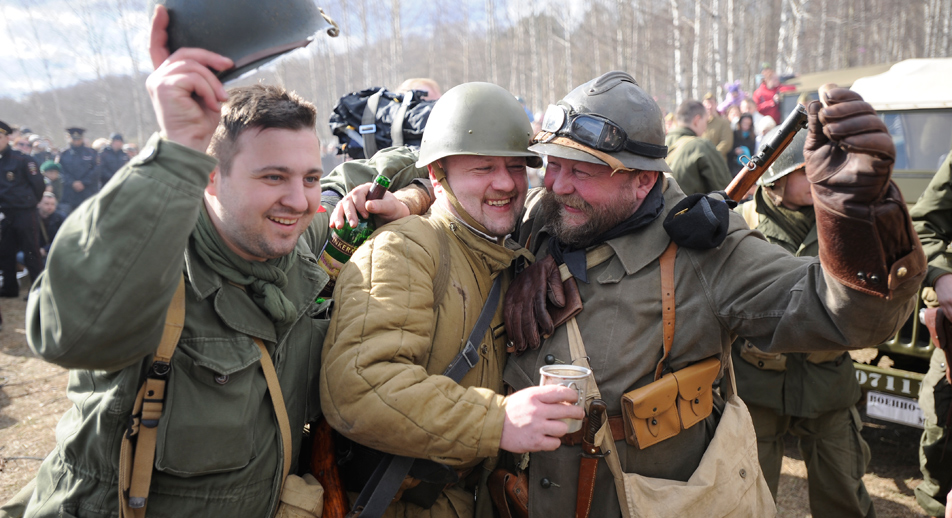 """Am """"Elbe-Day"""" trafen 1945 sowjetische auf US-amerikanische Soldaten. Foto: Mikhail Sinitsyn/RG"""