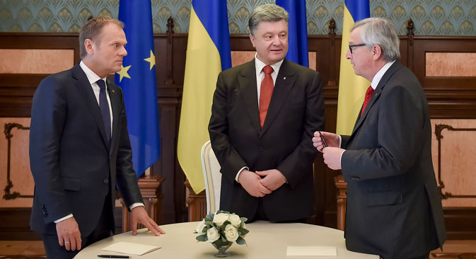 European Council President Donald Tusk (left), Ukrainian President Petro Poroshenko (center) and European Commission President Jean-Claude Juncker prepare for their meeting near the Presidential Administration in Kiev, Ukraine, on 27 April 2015. Source: EPA