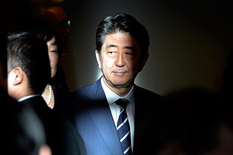 "Perdana menteri Jepang juga membahas hubungan antara kedua negara yang dianggap ""berlangsung abnormal selama 70 tahun dan harus segera diselesaikan""."