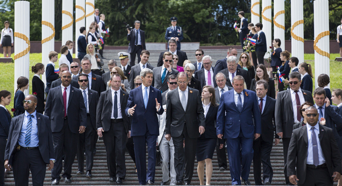 U.S. Secretary of State John Kerry, left, and Russian Foreign Minister Sergey Lavrov walk together after laying a wreath at the Zakovkzalny War Memorial in Sochi, Russia, Tuesday, May 12, 2015. Source: AP