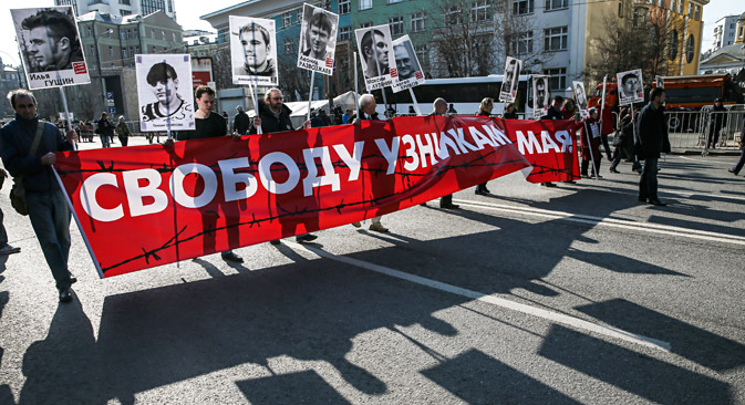 Russian opposition activists carry portraits of activists and placards reading 'Freedom to the prisoners of 06 May 2012' during a rally in support of freedom of press in downtown Moscow. April 13, 2014. Source: EPA