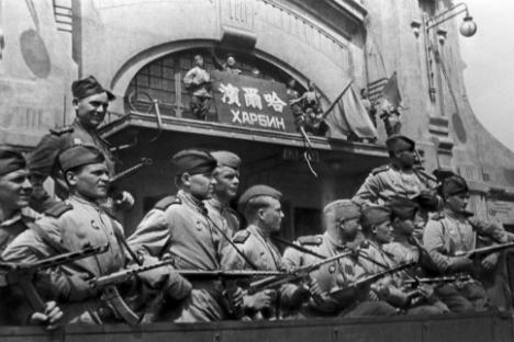 Съветско-японската война, 1945г. Съветски войници в Харбин.
