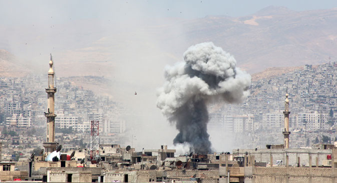 Smoke rises after what activists said was due to airstrikes by forces loyal to Syria's President Bashar al-Assad in Erbeen in the eastern Damascus suburb of Ghouta May 17, 2015. Source: Reuters