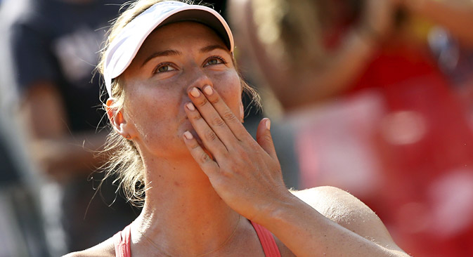 Maria Sharapova celebrates winning against Carla Suarez Navarro of Spain after their final match at the Rome Open tennis tournament, May 17, 2015. Source: Reuters