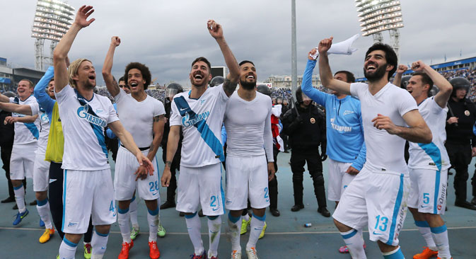 Zenit's players celebrate after the 2014/15 Season Russian Premier League Round 28 football match against FC Ufa at Perovsky Stadium. The game ended in a 1:1 draw. Source: Ruslan Shamukov / TASS