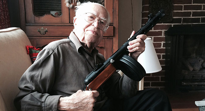 American veteran Belousovich poses with a Shpagin submachine gun. Source: From personal archives