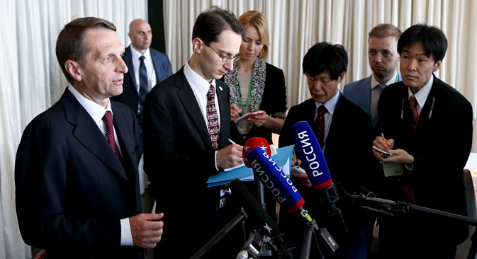 Sergei Naryshkin (left) taking to journalists at the Russian-Japanese Forum on Cooperation in Business, Technology and Culture in Tokyo. Source: Konstantin Zavrazhin / RG