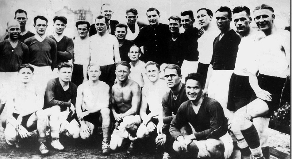 "Participants of the ""Start"" - ""Flakelf"" match in Kiev, August 6, 1942. Source: Wikipedia.org"