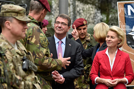US Secretary of Defense Ash Carter, center, and German minster of defense Ursula von der Leyen , right, visit Nato Response Force soldiers of the I. German-Dutch Brigade in Muenster, Germany, Monday, June 22, 2015. Source: AP