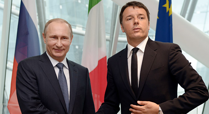 Italian Premier Matteo Renzi with Russian President Vladimir Putin at the end of a press conference at the Expo 2015 in Milan, June 10, 2015. Source: AP