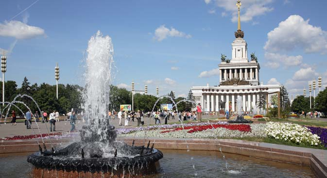View of the fountain and Central pavilion at the All-Russian Exhibition Center. Source: Yury Artamonov / RIA Novosti