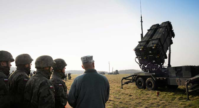 Polish and U.S soldiers look at a Patriot missile defence battery during join exercises at the military grouds in Sochaczew, near Warsaw, March 21, 2015. The U.S. Army Europe has deployed a Patriot missile defence battery as part of joint exercises with Poland aimed at reassuring the NATO member in light of the conflict in neighbouring Ukraine. Source: Reuters