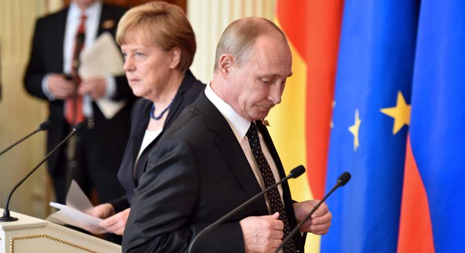 Russian President Vladimir Putin and German Chancellor Angela Merkel attend a news conference after talks at the Kremlin in Moscow, Russia, May 10, 2015. Source: Reuters