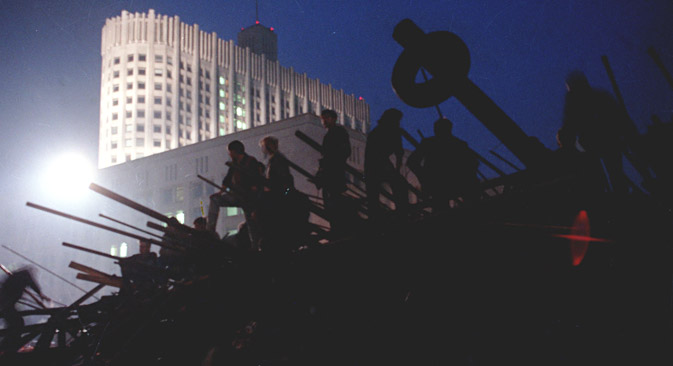 The barricades in front of the building of the Supreme Soviet of the Russian Federation, August 20, 1991. Source: TASS