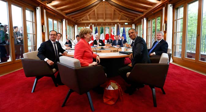 Francois Hollande (left to right), David Cameron, Matteo Renzi, Jean-Claude Juncker, Donald Tusk, Shinzo Abe, Stephen Harper, Barack Obama and Angela Merkel at the G7 summit at Elmau Castle hotel, Germany, June 8, 2015. Source: EPA