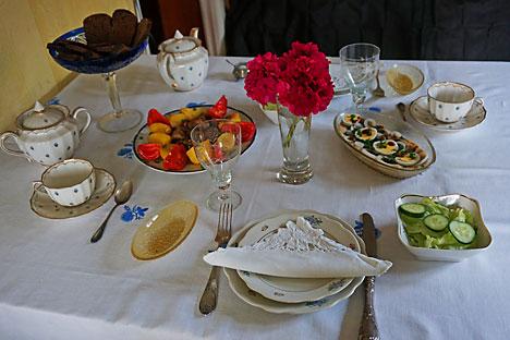 Serving food via Soviet Diet Cookbook. Source: Anna Kharzeeva