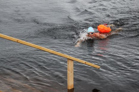 American Melissa O'Reilly wins ice swim-off in Russian Arctic race