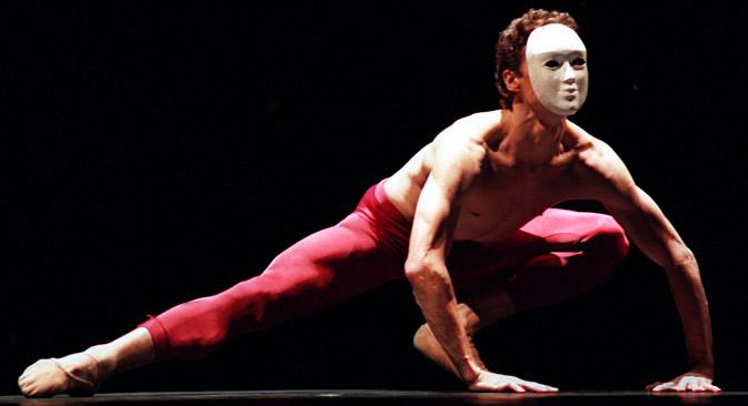 "Yuri Possokhov performes the ""Aria"" by G. Handel, 1999. Source: Anton Denisov / TASS"