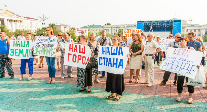 A rally was held in Chita against the lease of Siberian farmland to a Chinese company. Source: Ksenia Zimina