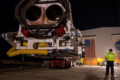 Roket Antares milik Orbital Science Corporation tengah disiapkan untuk diluncurkan di Fasilitas Penerbangan NASA di Pulau Wallops, Virginia, 16 Desember 2013.