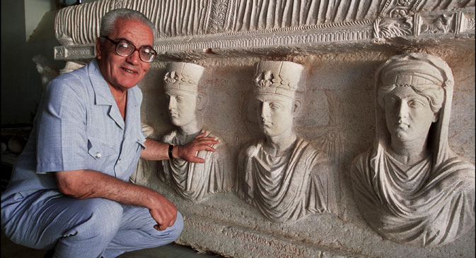 Khaled al-Asaad in front of a rare sarcophagus depicting two priests. Dating from the 1st century, it is one of the finest sculptures in Palmyra. The photo taken in September 2002. Source: Getty Images