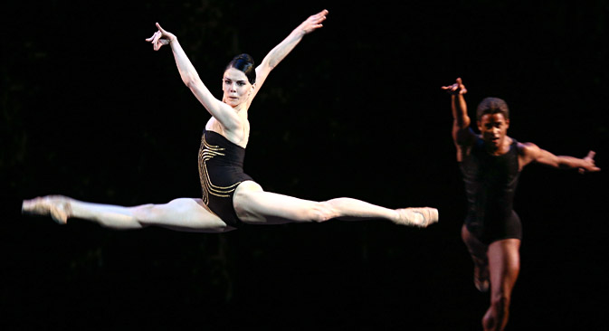 Natalia Osipova performs at the Solo for Two ballet at the Stanislavsky and Nemirovich-Danchenko Moscow Academic Music Theater, Aug. 1, 2015. Source: Alexander Sherbak / TASS