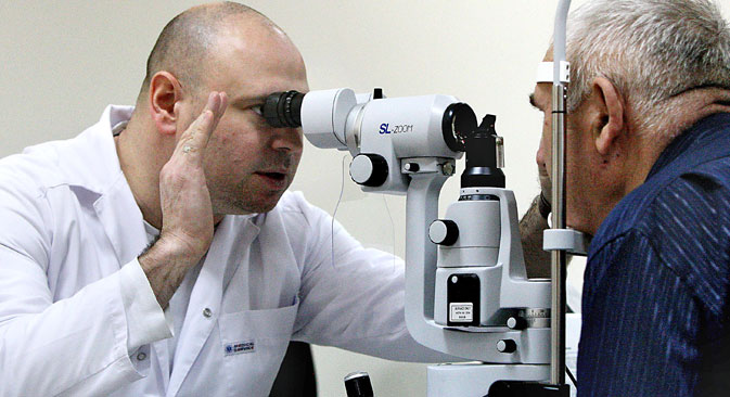 An ophthalmologist examines a patient at the diagnostic department at the Primorye Center for Eye Microsurgery in Vladivostok. Source: Vitaliy Ankov / RIA Novosti