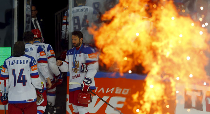 Russian players leave the rink after losing their Ice Hockey World Championship final game against Canada in Prague, May 17, 2015. Source: Reuters