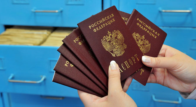 To obtain Russian citizenship under the simplified procedure, it is necessary to obtain a visa, the purpose of which is to receive citizenship and the possibility of a residence permit. Source: TASS / Alexander Ryumin