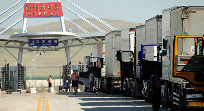 Trucks wait to pass a national border in Manzhouli City, the biggest land port of China bordering Russia. Source: Imago / Legion Media