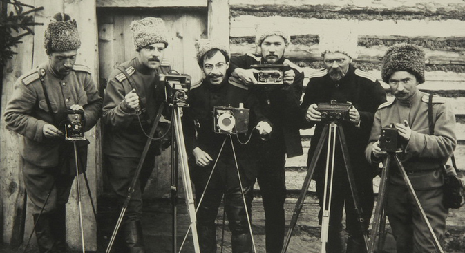 Photographers from the 10th Siberian rifle division of the Russian Empire, 1915. Source: Open sources