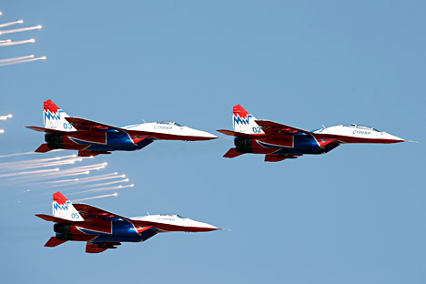 MiG-29 planes of the Strizhi (Swifts) aerobatic team perform during the international air show in Belgrade, Sept. 2, 2012.
