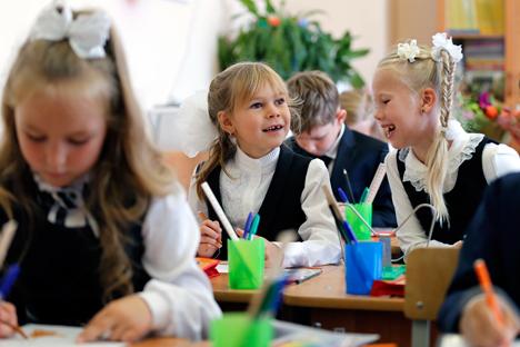 Lebih dari 120 siswa dari berbagai kota di Rusia sengaja datang ke Sochi untuk mengikuti program 'Sekolah Luar Angkasa'.