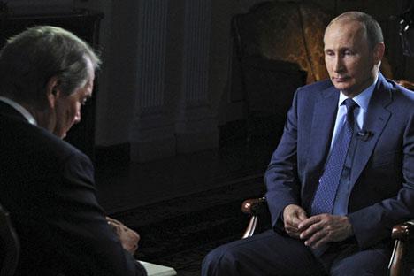 Владимир Путин и американския журналист Чарли Роуз.